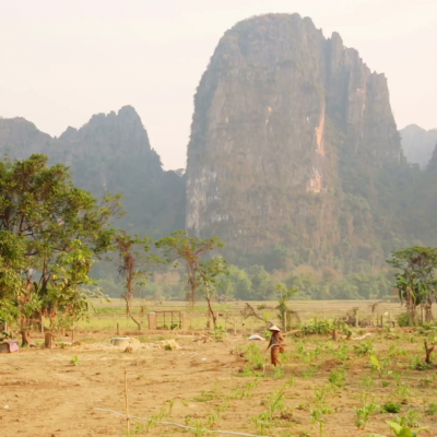 Daily life of vang vieng village with limestone mountains laos ejqk7 1mx f0000